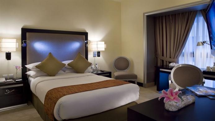 View of Mercure Gold Hotel Al Mina Road Dubai - Muslim Friendly Travel in Dubai