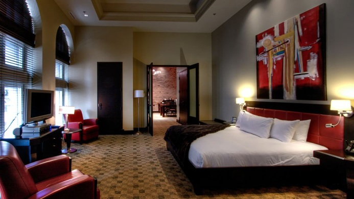 View of Le Place D'Armes Hotel & Suites Montreal - Muslim Friendly Travel in Montreal, QC