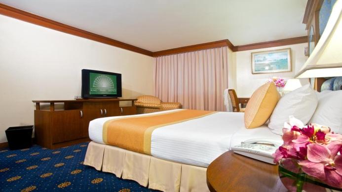 View of Louis Tavern Transit Hotel Dayrooms Bangkok - Muslim Friendly Travel in Bangkok