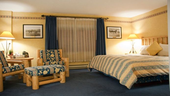 View of Brewster's Mountain Lodge Banff - Muslim Friendly Travel in Banff, AB