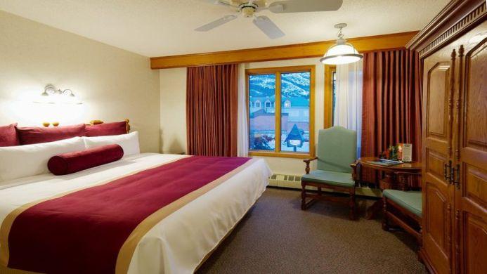 View of Banff Voyager Inn - Muslim Friendly Travel in Banff, AB