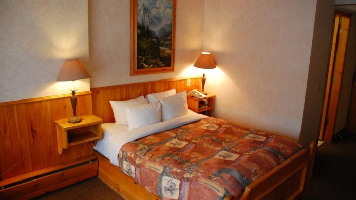 View of Driftwood Inn Banff - Muslim Friendly Travel in Banff, AB