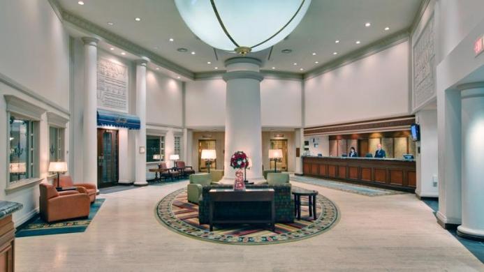 View of Crowne Plaza Chateau Lacombe Edmonton Hotel - Muslim Friendly Travel in Edmonton