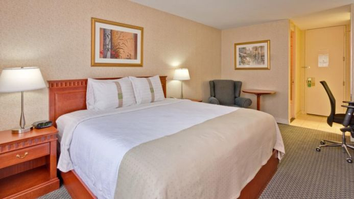 View of Holiday Inn Midtown Hotel Montreal - Muslim Friendly Travel in Montreal, QC