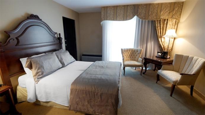 View of Old Stone Inn Niagara Falls - Muslim Friendly Travel in Niagara Falls